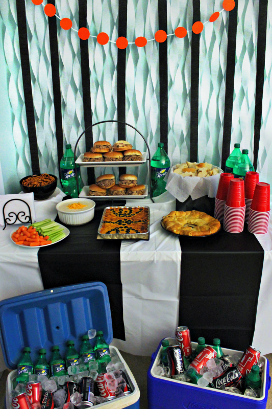#HoopMadness Basketball party tablescape