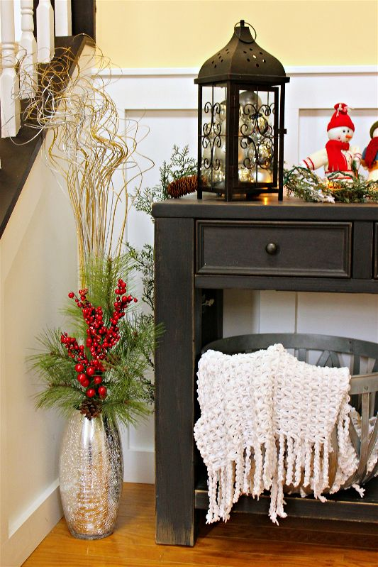 As part of the #12DaysofChristmas, I'm sharing my Christmas porch and entryway decorations!