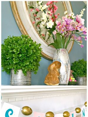 This easy spring banner takes no time at all to create, and looks so fresh and bright on your mantel! #CraftRoomDestash #diy