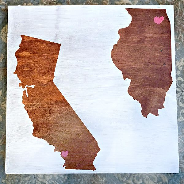 As a special gift to someone far away, you can easily pull off this handsome DIY state love wood sign with little investment and a lot of love! #MonthlyCraftDestash #statecraft #homestate #statelove #giftideas #diy #woodsign